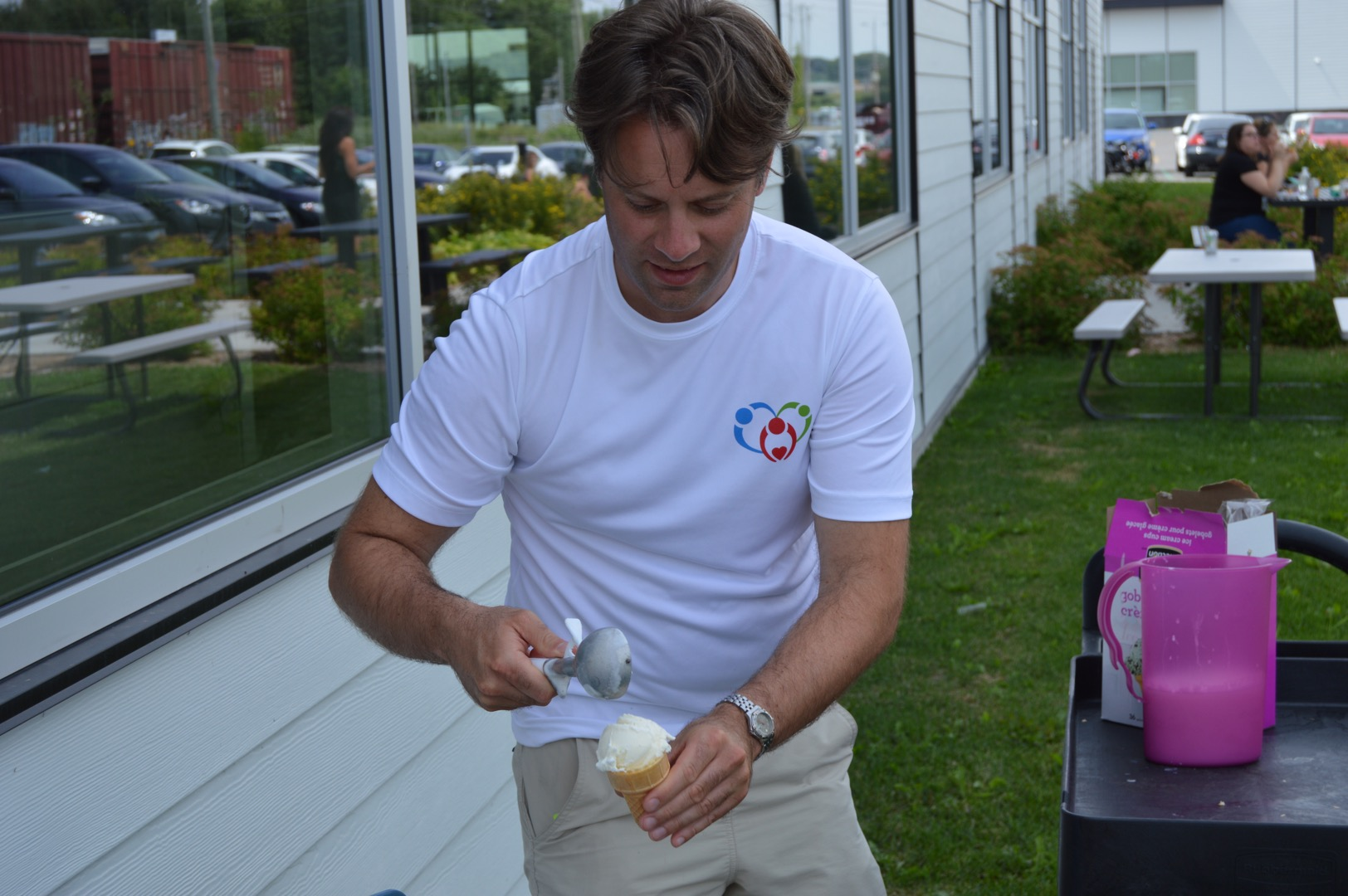 Diner_hot-dogs-benefice_Fondation_Jeunes-proches-aidants_01