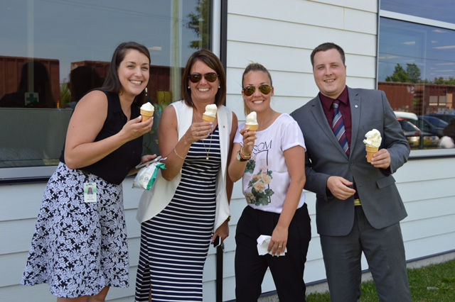 Diner_hot-dogs-benefice_Fondation_Jeunes-proches-aidants_03